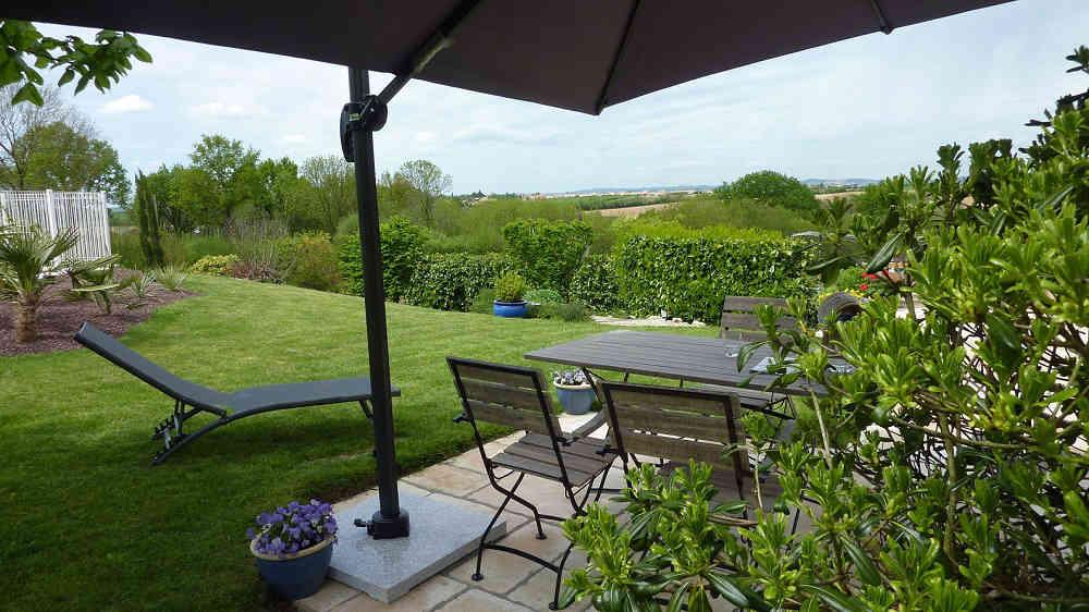 Vue magnifique depuis la terrasse de la chambre près du Puy du Fou en Vendée