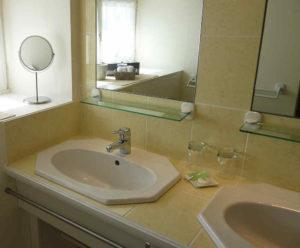 Salle d'eau, douche, wc, pour les chambres en booking maison de charme près du Puy du Fou Vendée