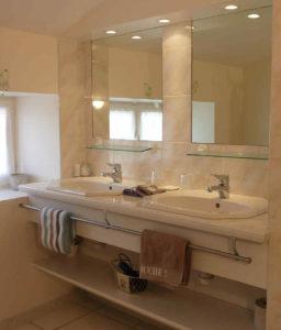 Toutes les chambres en location chambre dhote près du Puy du Fou en Vendée ont leur salle d'eau, douche, wc