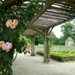 jardin clos du Logis de la Chabotterie a une heure des chambres d'hotes LaBoisnière