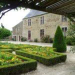 jardin du Logis de la Chabotterie a 1 heure des chambres d'hotes La Boisnière en vendée