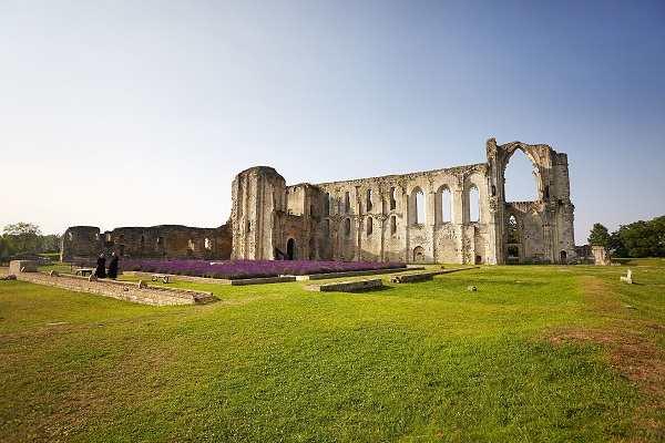 Abbaye de Maillezais en sud Vendée près des chambres d'hotes La Boisnière