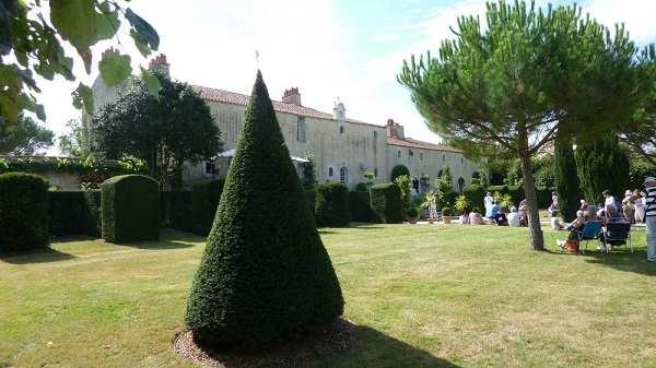 Spectacle et visite des jardins en sud Vendée près des chambres d'hôtes La Boisnière