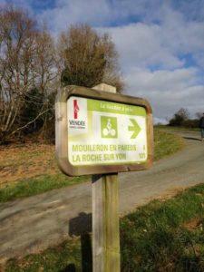 Fléchage du circuit Vendée à vélo piste cyclable qui passe sur la commune de Mouilleron en Pareds