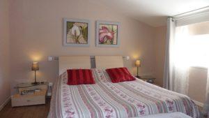 chambre avec poutre en booking chambre dhote Puy dy Fou Vendée