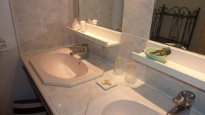 Salle d'eau, douche, wc pour toutes les chambres en booking chambre dhote Puy du Fou Vendée